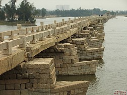 Cây cầu bằng đá được xây dựng cách đây gần 1000 năm tại Trung Quốc
