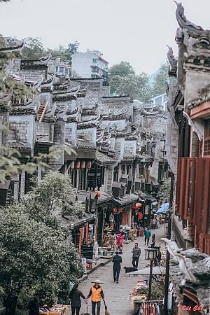 Cầm 6 triệu oanh tạc Phượng Hoàng cổ trấn siêu hot trên cộng đồng mạng