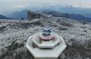 Khám phá Thiên Môn Sơn mùa băng tuyết tại Trương Gia Giới