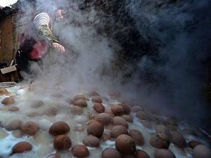 Trứng luộc bằng nước tiểu bé trai tại Trung Quốc