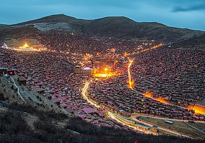 Có một ngôi làng Trung Quốc với 40000 vị sư