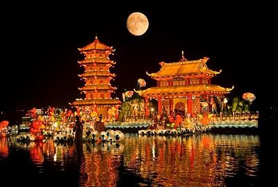 Ngắm trăng khổng lồ trong đêm Trung Thu tại Trung Quốc, 2018