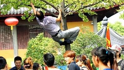 Trung Quốc xử lý mạnh tay với những hành vi du khách lỗ mãng