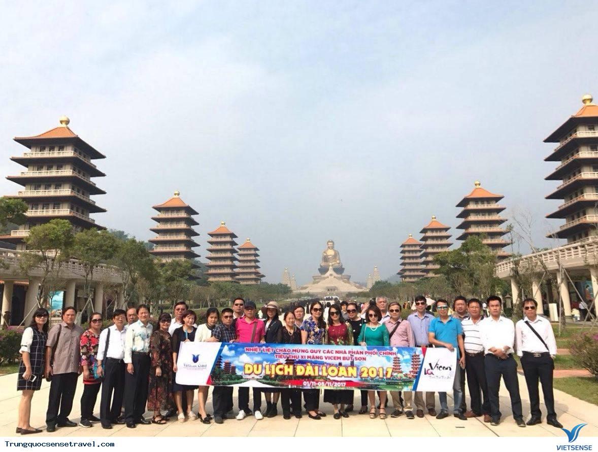 Không thể thiếu một hướng dẫn viên du lịch Trung Quốc