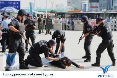 Trung Quốc: bắt nhóm du khách nước ngoài nghi liên quan tới khủng bố, du lich